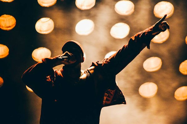 Watch Kanye West Perform New Song & Drake's 'Pop Style' Cfvd baUMAA8wf0