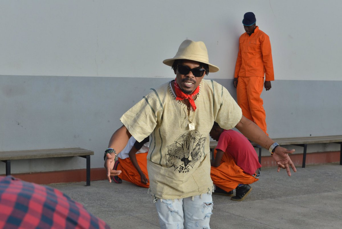 Watch Ma-E's Latest 'Hlasela' Official Music Video CpnFCKGWEAAMucr