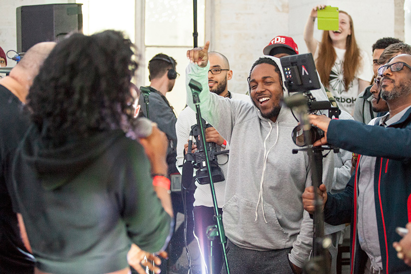 Kendrick Lamar Unexpectedly Joins Cypher Session In The UK kendrick lamar surprise workshop cypher 1