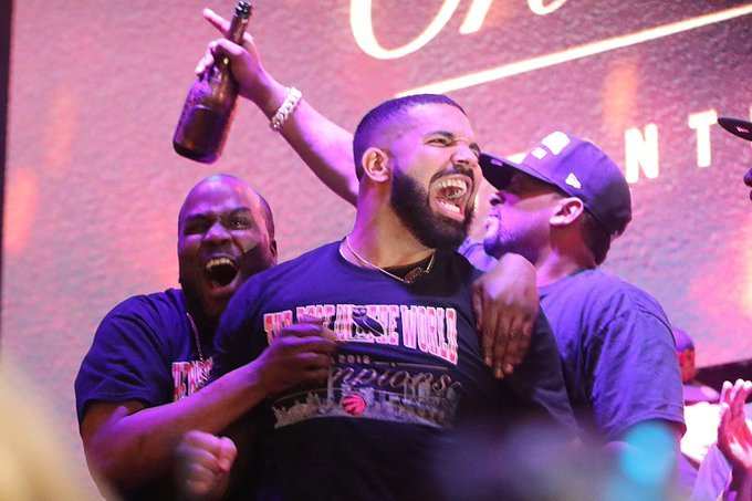 drake Drake Earns Ninth #1 Album With His Latest Project 'Care Package' aM02vNiN
