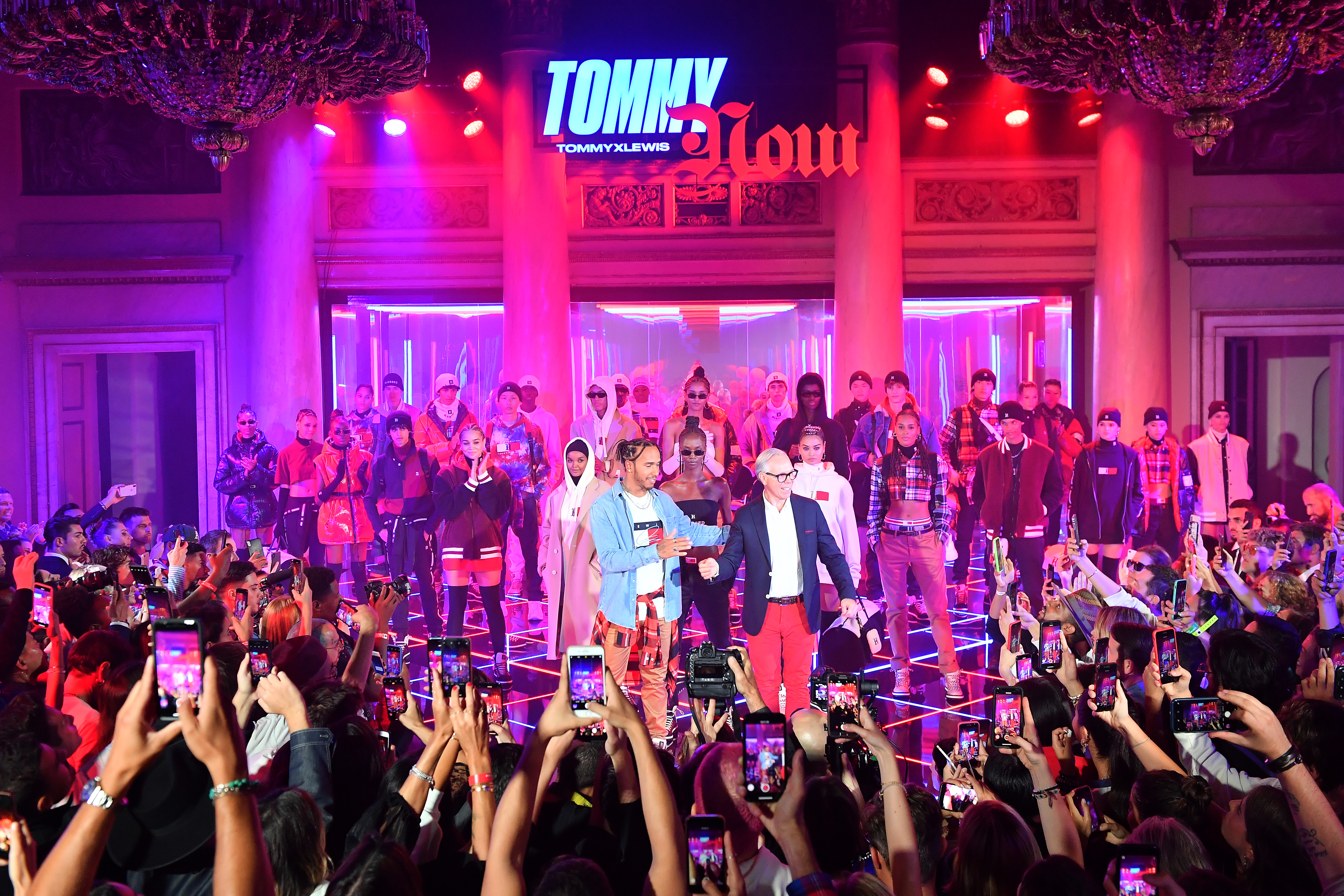 RIKY RICK WEARS TOMMY HILFIGER TO THE FALL 2019 TOMMYNOW TOMMYXLEWIS EXPERIENTIAL EVENT IN MILAN Tommy and Lewis Bow01 JPG